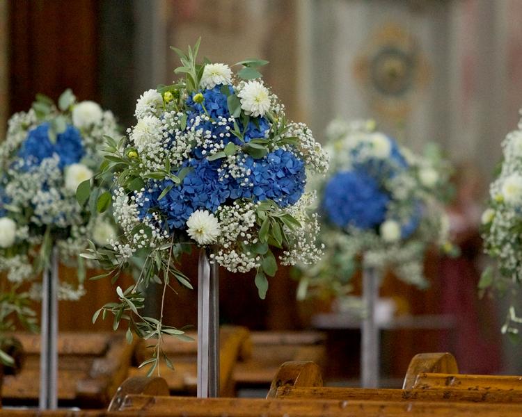Hochzeit mit blauen hortensien und schleierkraut floral m for Raumgestaltung zur hochzeit