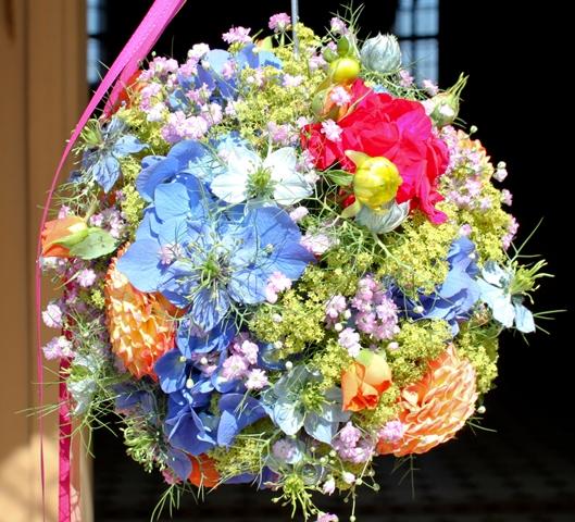 Hochzeit in pr chtigen farben floral m for Raumgestaltung hochzeit